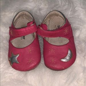 Pink baby leather shoes